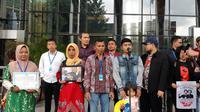Keluarga mahasiswa korban penembakan saat demo di Kendari menyambangi KPK, Kamis (12/12/2019). (Liputan6.com/ Fachrur Rozie)