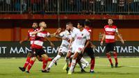 PSM Makassar takluk 0-2 dari Madura United pada lanjutan Shopee Liga 1 di Di Stadion Gelora Madura, Pamekasan, Kamis (4/7/2019). (Bola.com/Abdi Satria)