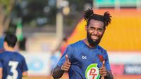 Yanto Basna mewakili PT Prachuap FC akan memperkuat Thai League All Stars untuk menghadapi Timnas Thailand pada laga uji coba yang digelar Sabtu (14/11/2020). (dok. PT Prachuap FC).