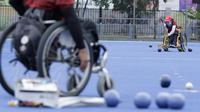 Sejumlah atlet Lawn Bowls saat mengikuti sesi latihan di Lapangan Hoki, GBK, Jakarta, Rabu, (19/9/2018). Latihan tersebut merupakan persiapan jelang Asian Para Games 2018. (Bola.com/M Iqbal Ichsan)