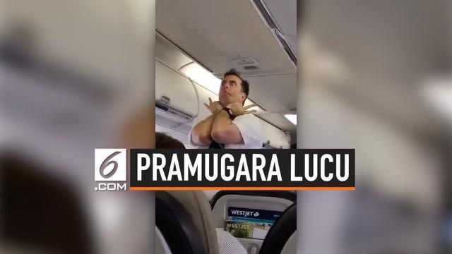 Aksi seorang pramugara saat menjelaskan demo keselamatan di pesawat membuat penumpang tertawa. Video rekamannya pun viral di media sosial.