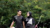 Dani Pratama bersama sang istri yang merupakan atlet panah. (Nandang Permana/Bola.com)
