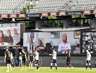 FOTO: Liga Denmark Hadirkan Penonton Virtual Pertama di Dunia