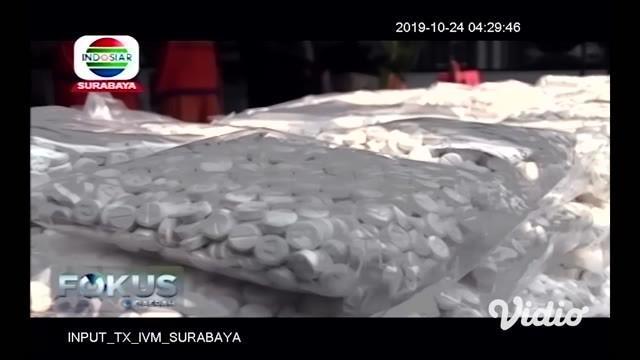 Sebanyak 11 kg sabu diduga dari jaringan Sokobanah, Madura dimusnahkan. Sabu ini dari jaringan internasional yakni dari Malaysia hendak ke Jatim. Dirreskoba Polda Jatim Kombes SG Manik mengatakan terungkapnya jaringan ini merupakan pengembangan dari ...