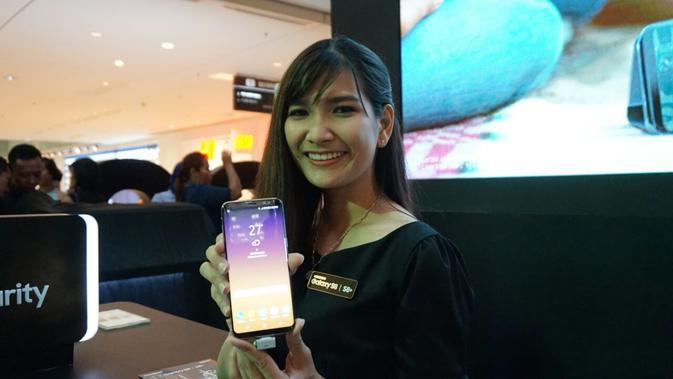 Penjualan perdana Samsung Galaxy S8 dan Galaxy S8 Plus di Grand Indonesia, Jakarta, Jumat (5/5/2017). (Liputan6.com/Agustin Setyo Wardani)#source%3Dgooglier%2Ecom#https%3A%2F%2Fgooglier%2Ecom%2Fpage%2F%2F10000