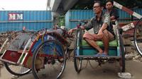 Penarik becak di kawasan jalan layang Bandengan Utara III, Pekojan, Tambora, Jakarta Barat (Liputan6.com/ Ady Anugrahadi)