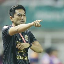 Pelatih PSS Sleman, Seto Nurdiyantoro, dalam laga final Liga 2 2018 kontra Semen Padang, Selasa (4/12/2018) di Stadion Pakansari, Cibinong. (Bola.com/Muhammad Iqbal Ichsan)