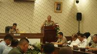 Kapolda Jawa Barat Irjen Pol Agung Budi Maryoto memberikan pemaparan rakor lintas sektoral berkaitan dengan kesiapan Operasi Lilin Lodaya 2018. (Huyogo Simbolon)