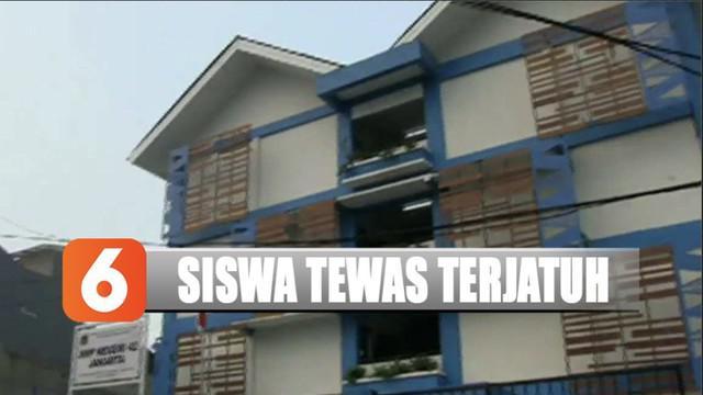 Seorang siswa SMP di Jakarta tewas terjatuh dari lantai 4 gedung sekolah saat temen-temannya sedang laksanakan upacara bendera.