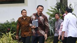 Komisaris Utama Pertamina Basuki Tjahaja Purnama usai menemui Presiden Joko Widodo di Istana, Jakarta, Senin (9/12/2019). Pertemuan tersebut Presiden meminta agar memperbaiki defisit neraca perdagangan kita di sektor petrokimia dan migas. (Liputan6.com/Angga Yuniar)