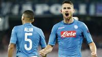 Pemain Napoli asal Brasil, Jorginho dikabarkan tengah menjadi incaran Arsenal untuk menambal kekuatan tim asuhan Arsene Wegner tersebut pada bursa transfer Januari 2018. (AFP/Filippo Monteforte)