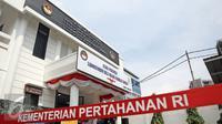 Gedung Laboratorium Bela Negara Badiklat Kemhan, Jakarta, Senin (11/4). Laboraturium Bela Negara memiliki 4 ruang penunjang operasional yaitu, ruang kerja Website Badiklat Kemhan, Portal Bela Negara, iBOLZ dan ruang rapat. (Liputan6.com/Faizal Fanani)