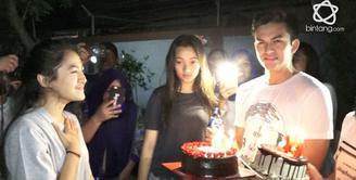 Cut Syifa mendapatkan kejutan dari sahabat dan fans di ulang tahunnya yang ke-19