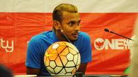 Kapten timnas Malaysia, Amri Yahyah, merindukan pertandingan melawan Indonesia. (Bola.com/Romi Syahputra)