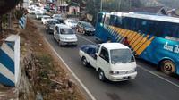 Limbangan Macet Parah, Jalur Selatan Dialihkan Lewat Garut Kota. (Liputan6.com/Jayadi Supriadin)