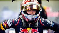 Sean Gelael dari Scuderia Toro Rosso usai melakukan sesi latihan F1 GP Mexico di Autodromo Hermanos Rodriguez, Meksiko, (27/10/2017). Sean menempati urutan ke-17. (Peter Fox/Getty Images/AFP)