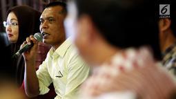 Ketua Panitia Rapat Umum Relawan Jokowi, Victor Sirait memaparkan persiapan Rapat Umum Relawan Jokowi di kawasan Kemang, Jakarta, Kamis (2/8). Victor mengatakan bahwa persiapan rapat umum sudah mencapai 90 persen. (Liputan6.com/Johan Tallo)