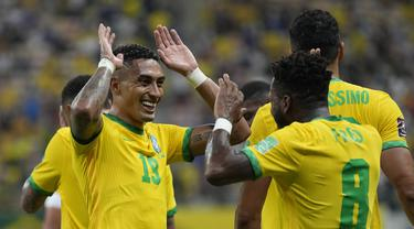 Gelandang Brasil yang bermain bersama Leeds United di Liga Inggris menyumbang dua gol dalam kemenangan 4-1 Selecao atas Uruguay dalam laga Kualifikasi Piala Dunia 2022 Zona Conmebol, Jumat (15/10/2021) pagi WIB. Mengoleksi 31 poin, Brasil kukuh di puncak klasemen. (AP/Andre Penner)