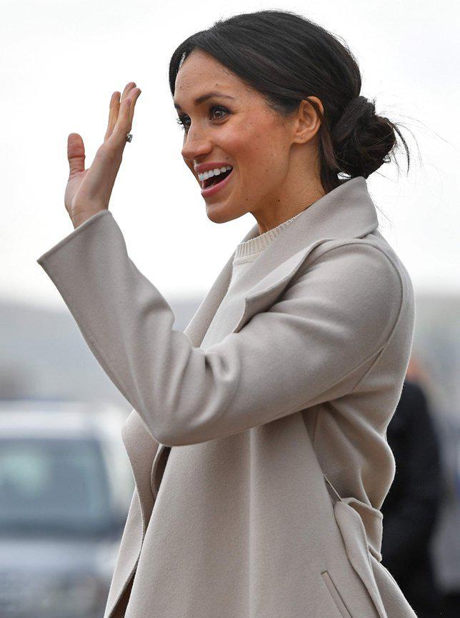 Belakangan Meghan kerap memakai fashion item dengan warna nude, beige atau monokrom./copyright AFP