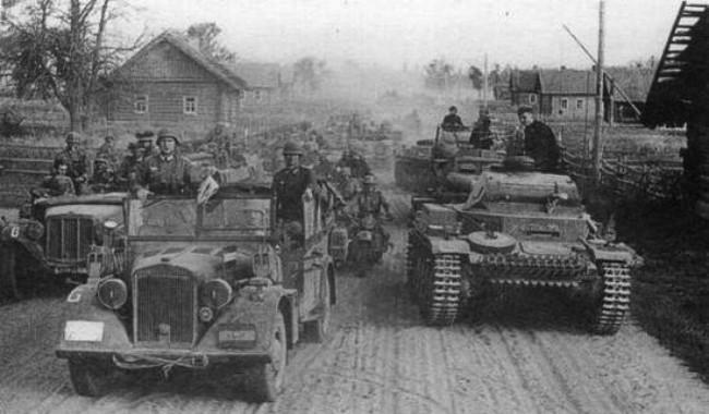 Grup Panzer III Nazi Jerman saat Operasi Barbarossa dalam Perang Dunia II, salah satu invasi paling besar dalam sejarah. (Sumber Wikimedia Commons)