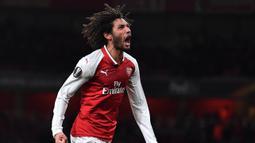 2. Mohamed Elneny – Pemain yang sedang dipinjamkan Arsenal ke Besiktas ini bisa masuk daftar pembelian AC Milan. Tim berjuluk Rossonerri itu berencana menambah kekuatan lini tengah. (AFP/Ben Stansall)