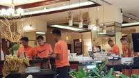 Para pemain Timnas Indonesia ketika mengambil sarapan di Hotel Sultan, menjelang pertandingan kontra Timor Leste (Istimewa)