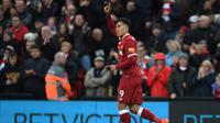 Gaya selebrasi pemain Liverpool, Roberto Firmino usai menjebol gawang Huddersfield Townt pada lanjutan Premier League di Stadion Anfield, Liverpool, (28/10/2017). Liverpool menang 3-0. (AFP/Paul Ellis)