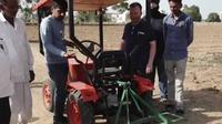 Traktor canggih (Cartoq)