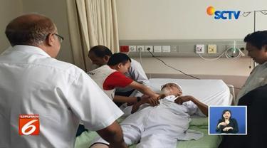 Gagal bebas dari Lapas Gunung Sindur Bogor, terpidana kasus terorisme Abu Bakar Baasyir jalani pemeriksaan kesehatan yang difokuskan pada kaki, dengan dikawal Tim Densus Antiteror.
