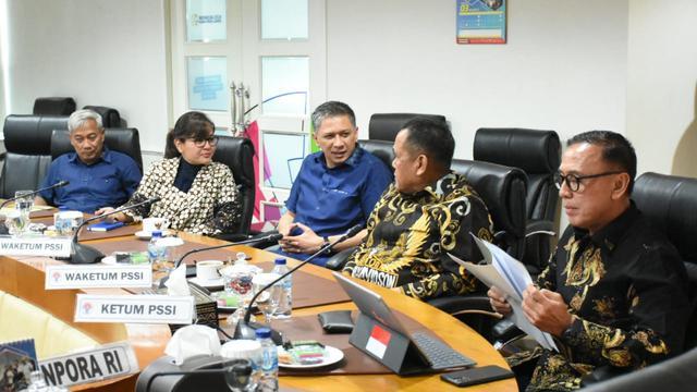 Pertemuan Kemenpora dengan PSSI.