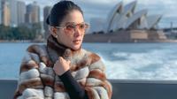 Syahrini saat liburan di Sydney, Australia. (dok. Instagram @princessyahrini/https://www.instagram.com/p/BzEcgqth_AR/Putu Elmira)