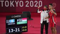Anthony Sinisuka Ginting berhasil menambah medali perunggu bagi Indonesia setalah mengalahkan wakil Guatemala, Kevin Cordon pada partai perebutan juara tiga bulu tangkis tunggal putra Olimpiade Tokyo 2020. Dirinya berhasil menang dua gim langsung. (Foto: AP/Dita Alangkara)