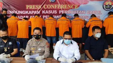 Abast saat konferensi pers di Markas Polda Sulut, Rabu siang (16/6/2021).