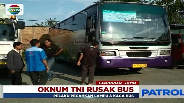 Seorang oknum TNI di Lamongan, Jawa Timur, mengamuk karena tidak terima disalip bus jurusan Cepu-Surabaya.