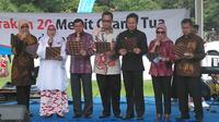 Walikota Bogor Bima Arya (ketiga dari kanan) ikut membacakan Deklarasi Keluarga 2014 bersama elemen dan tokoh masyarakat lain