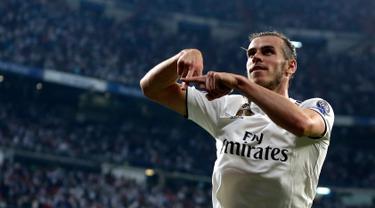 Selebrasi gelandang Real Madrid, Gareth Bale usai mencetak gol ke gawang AS Roma pada pertandingan Grup G Liga Champions di Stadion Santiago Bernabeu, Madrid, Spanyol, Rabu (19/9). Madrid membantai Roma 3-0. (AP Photo/Manu Fernandez)