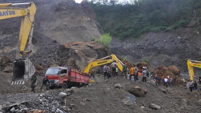 Gemuruh Guguran Terdengar 9 Kali, Asap Tebal Keluar dari Gunung Merapi
