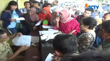 Puluhan gelandangan dan pengemis yang terjaring razia Satpol PP Pemkot Surabaya dipulangkan ke asal.