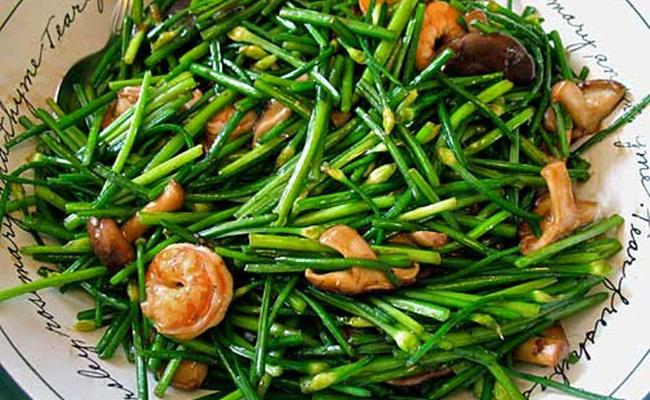 Tumis kembang bawang/copyright Thai Food and Travel