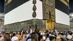 Panampakan bangunan Kakbah di Masjidil Haram, Mekah, Arab Saudi, Jumat (17/8). Kakbah berada di masjid yang paling disucikan dalam agama Islam, Masjidil Haram. (AP Photo/ Dar Yasin)