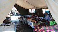 Pasien korban gempa Lombok sudah diizinkan pulang, tapi rumah sudah hancur. (Liputan6.com/Fitri Haryanti Harsono)
