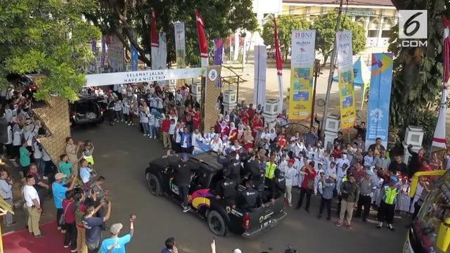 Para pelajar dan warga Garut, penuhi Pendopo Bupati, untuk melepas kepergian Api Abadi Obor Asian Games 2018, menuju kabupaten Cianjur, Jawa Barat.