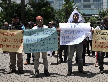 Demo Karyawan Maybank Indonesia