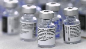 Badan Pengawas Obat dan Makanan Amerika Serikat (FDA) menyetujui penggunaan vaksin Pfizer-BioNTech untuk anak-anak dengan batasan usia 12-15 tahun. (AFP/Luis Acosta)