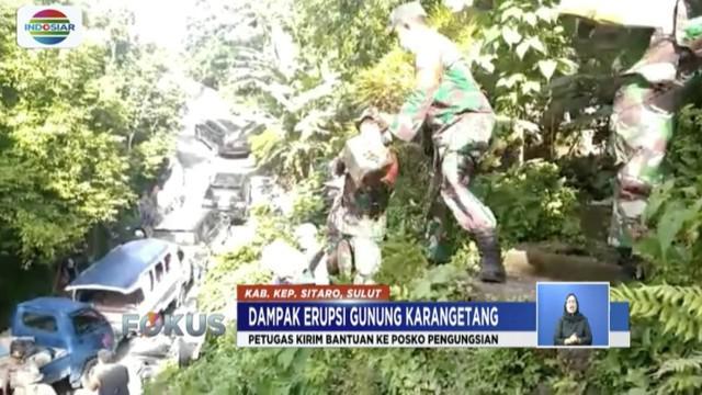 Lava Gunung Karangetang terus mengalir, warga sekitar lereng gunung dievakuasi ke perkotaan.