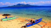 Selain Bunaken, Pulau Siladen juga menyimpan keindahan bawah lautnya yang menawan.