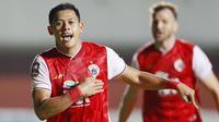 Striker Persija Jakarta, Taufik Hidayat melakukan selebrasi usai mencetak gol ke gawang Persib Bandung dalam laga leg pertama final Piala Menpora 2021 di Stadion Maguwoharjo, Sleman, Kamis (22/4/2021). Persija menang 2-0. (Bola.com/M Iqbal Ichsan)