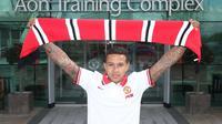 RESMI - Manchester United telah resmi mendapatkan tanda tangan Memphis Depay. Winger timnas Belanda itu ditebus dari PSV Eindhoven dengan bandrol 25 juta poundsterling. (Daily Mail)