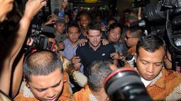 Dengan pengawalan ketat, Owen datang Selasa (22/10/13) sekitar jam 09.00 (Liputan6.com/ Helmi Fithriansyah).