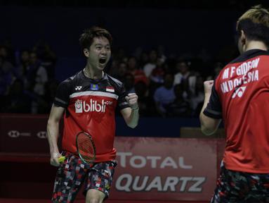 Ganda putra Indonesia, Marcus Gideon / Kevin Sanjaya, berhasil mengalahkan Li Jun Hui / Liu Yu Chen pada Indonesia Open 2019 di Istora Senayan, Sabtu (20/7). Marcus / Kevin menang 21-9 dan 21-13. (Bola.com/Vitalis Yogi Trisna)